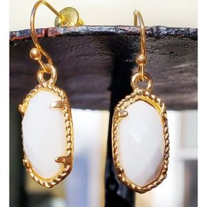 Lovely cream and gold dangly earrings!